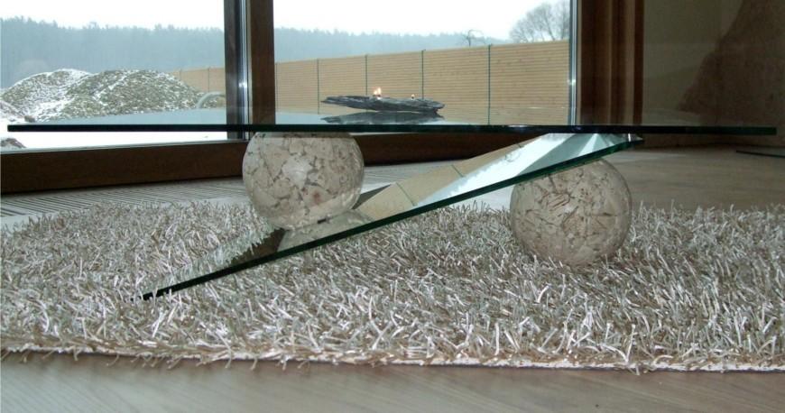 Staliukas iš akmens ir stiklo